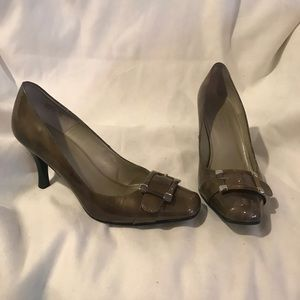 Talbots olive Patent Leather Buckle Heel 8